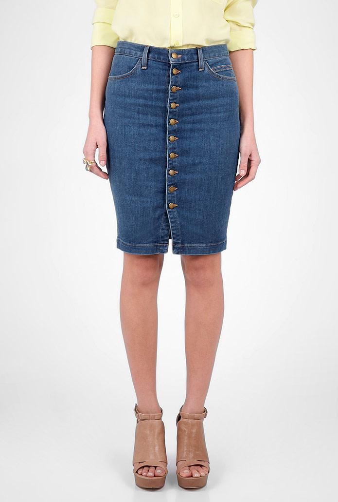модные юбки весна лето 2019: джинсовая с пуговками в обтяжку