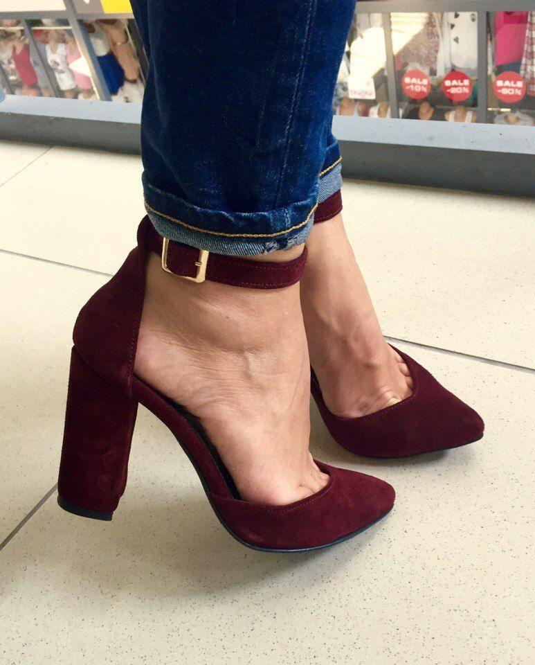 цвет марсала в одежде: туфли на толстом каблуке