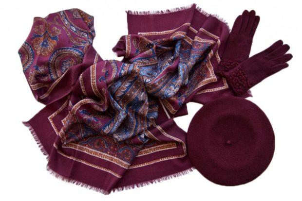 цвет марсала в одежде: платок перчатки и шляпа
