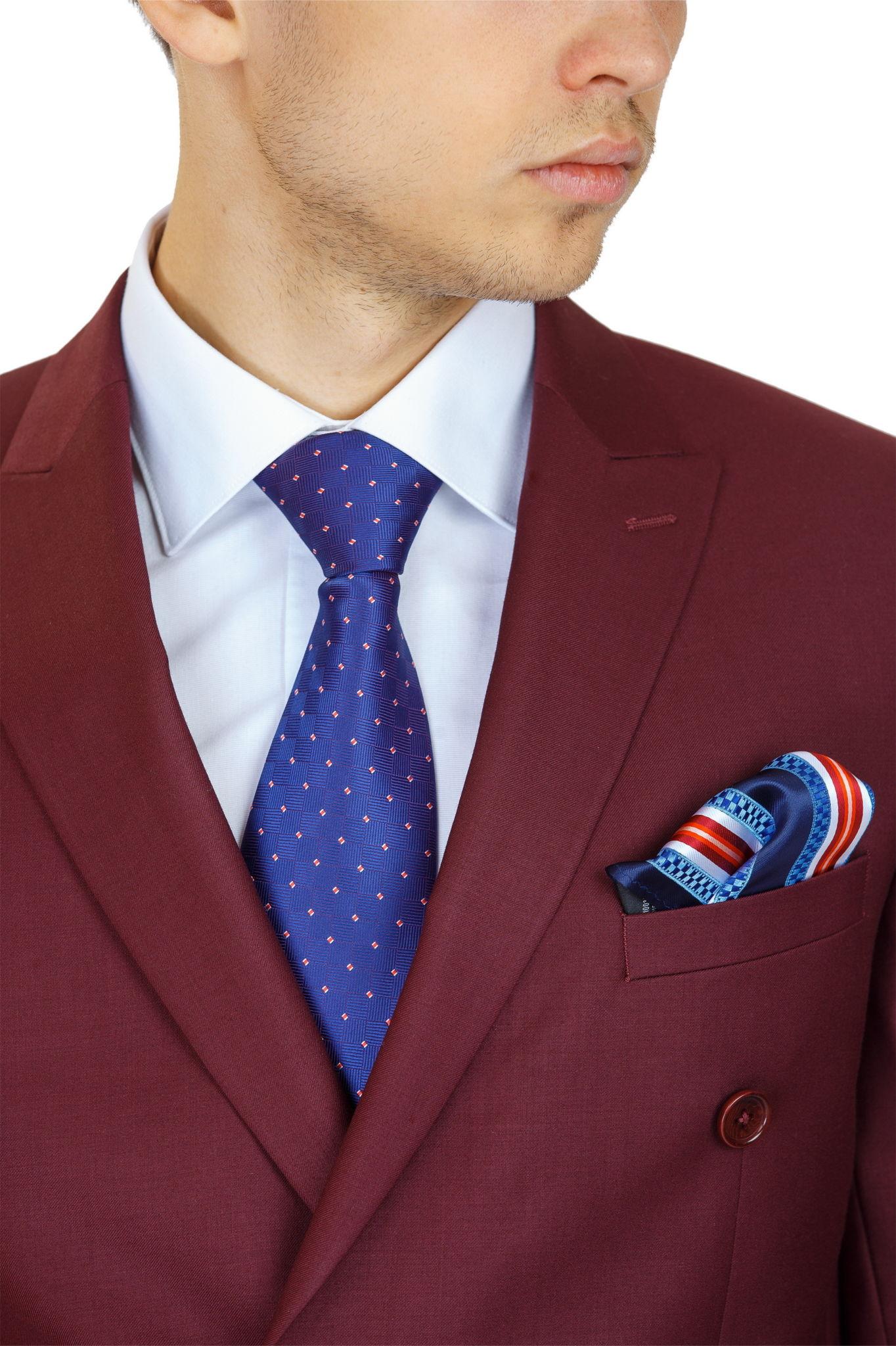 мужской костюм цвет марсала: пиджак под голубой галстук