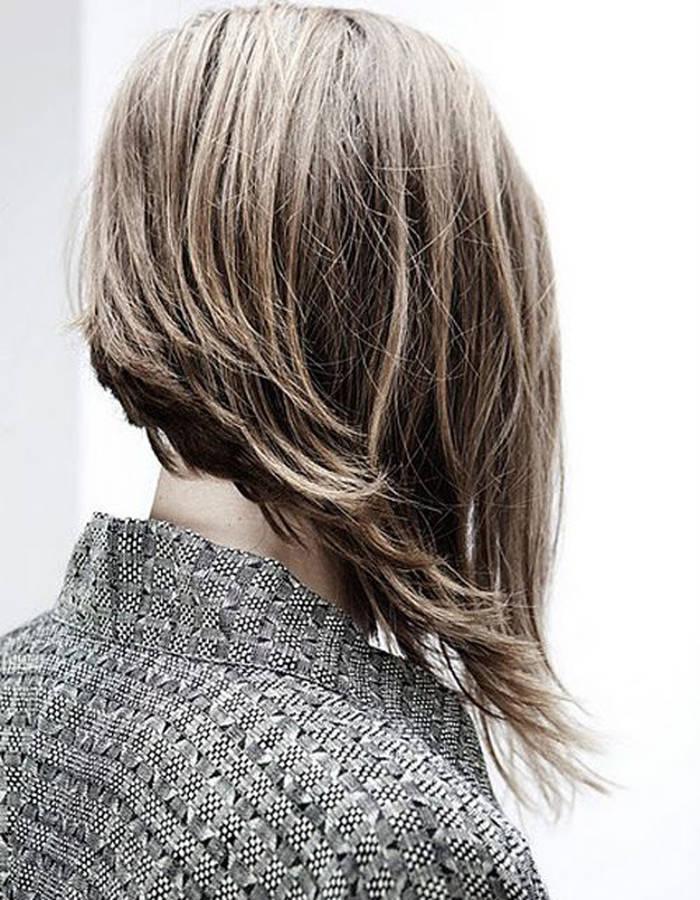 стрижка боб на короткие волосы с удлиненными прядями спереди