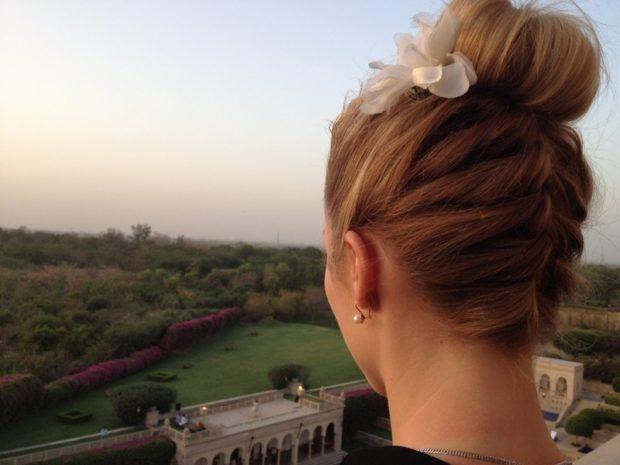 легкие прически на каждый день: коса по затылку гулька на макушке