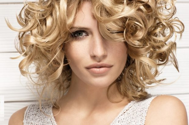 легкие прически на каждый день: локоны на короткие волосы