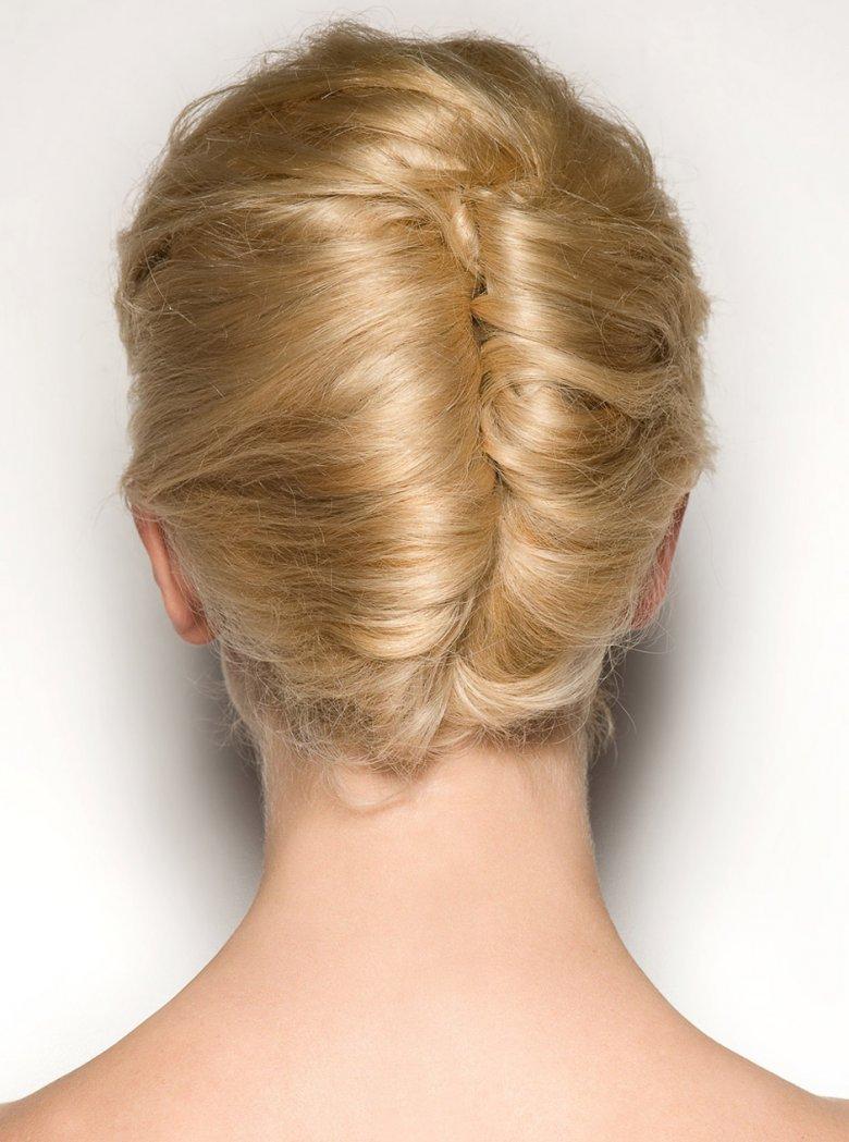 Прически с валиком для волос: 10 причесок своими руками 20