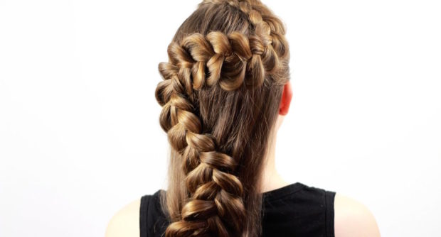 коса волной на распущенных волосах