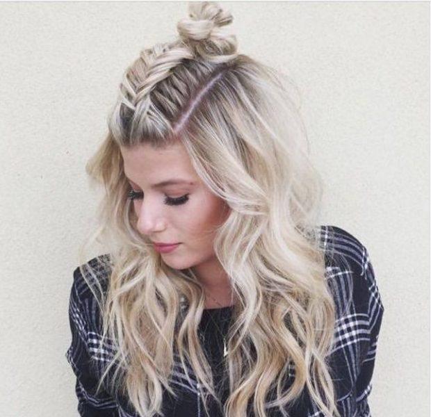 красивые и легкие прически: коса на макушке с распущенными волосами