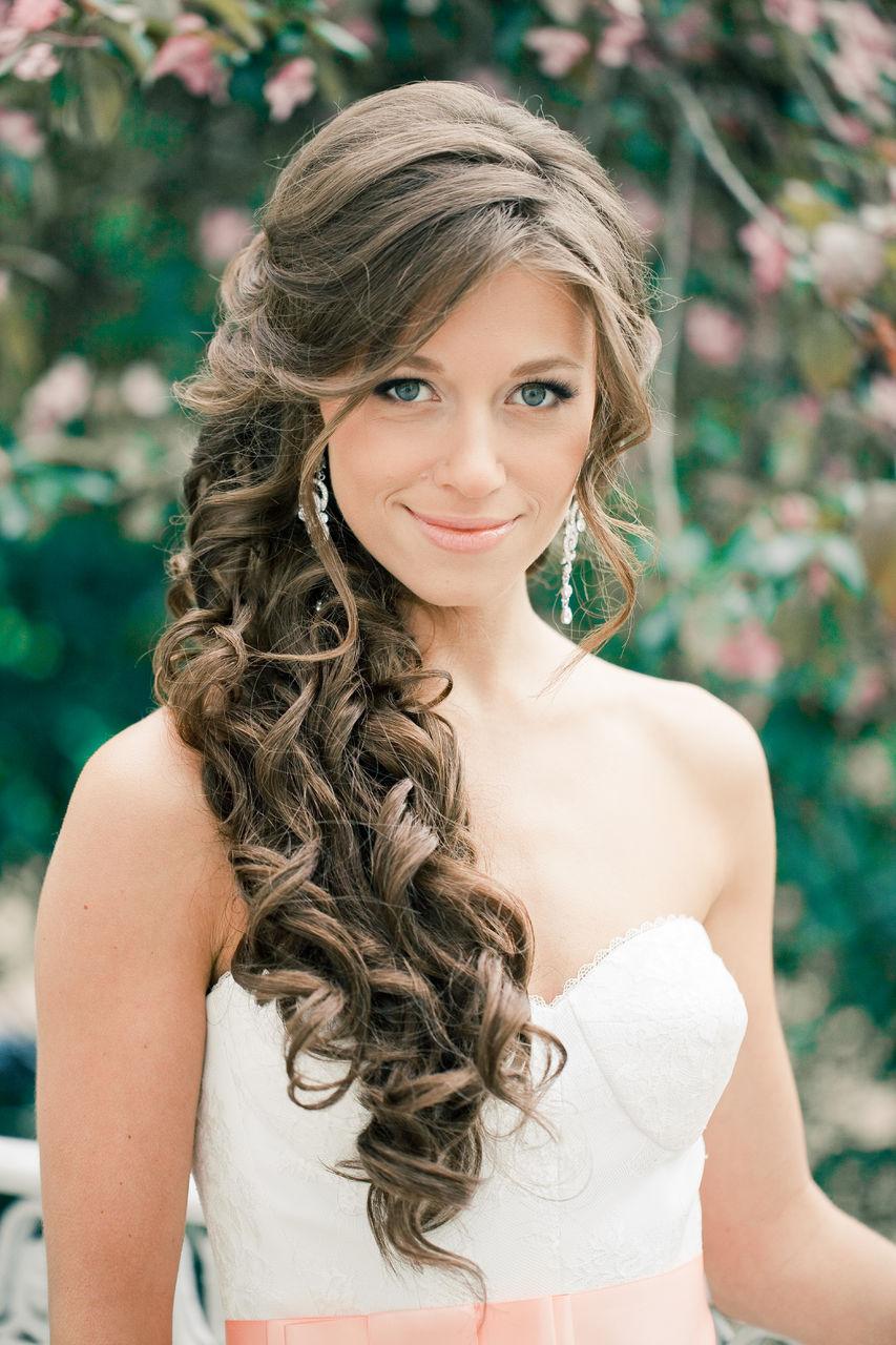 прическа свадебная на длинные волосы с локонами