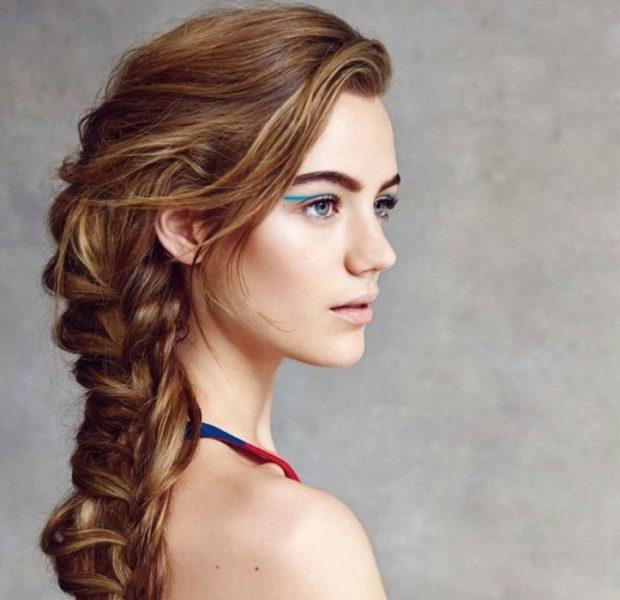 легкие прически на каждый день: небрежная коса на бок