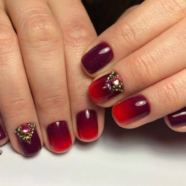 красивый маникюр весна 2019: на короткие ногти красный омбре