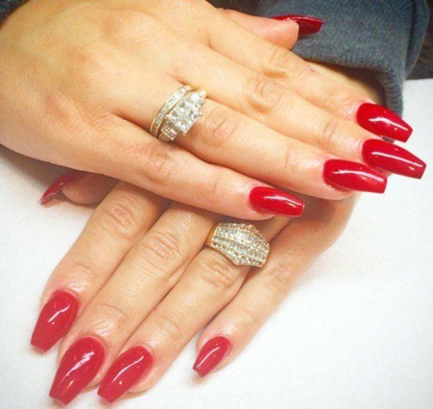 весенний маникюр 2019 года: форма ногтей пуант красные