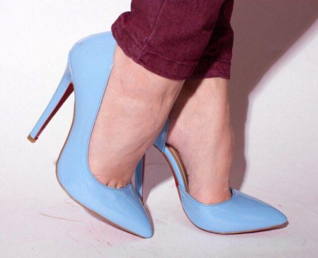 лабутены туфли: голубые острый носок