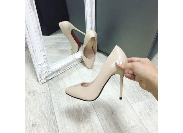 туфли лабутены фото: бежевые лаковые острый носок