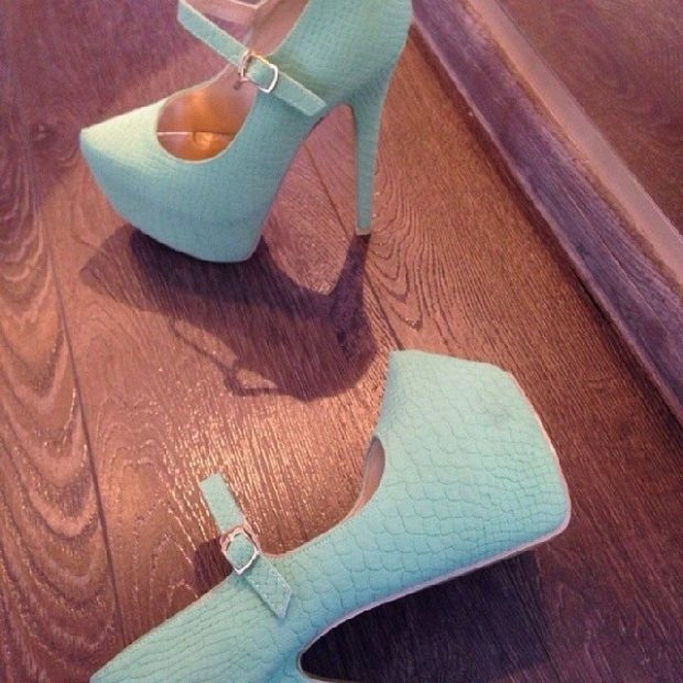 лабутены туфли фото: голубые кожа рептилии