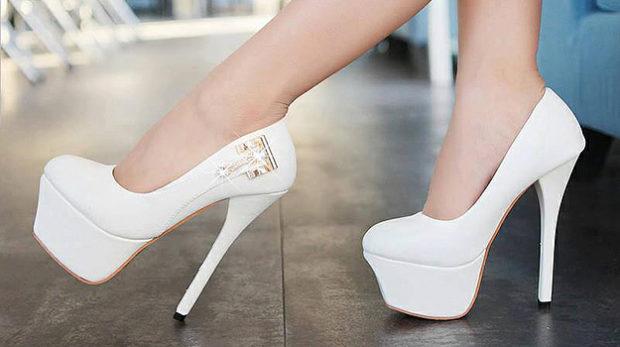 лабутены туфли фото: белые с декором
