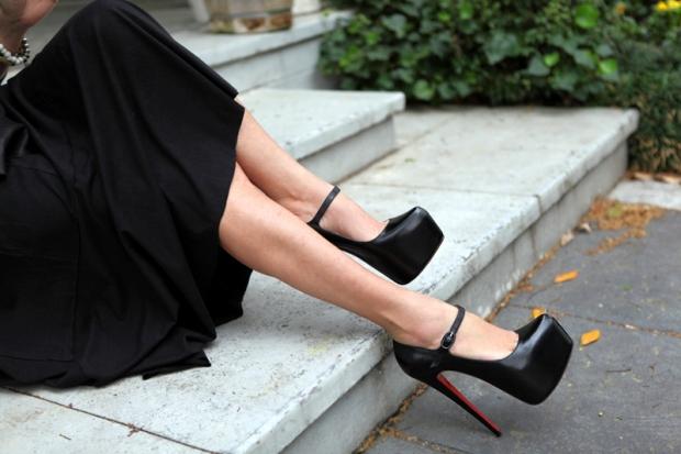 туфли кристиан лабутен: черные с застежкой под платье миди черное