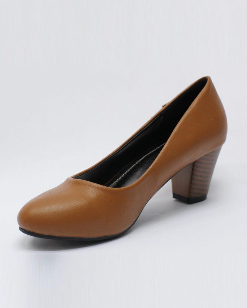 мода весна лето кому за 50: туфли коричневые на небольшом каблуке