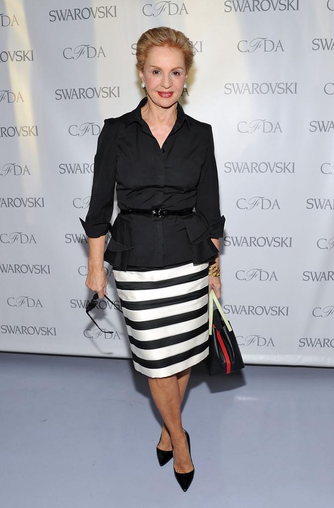 мода весна лето кому за 50: юбка белая в черную полоску под блузку