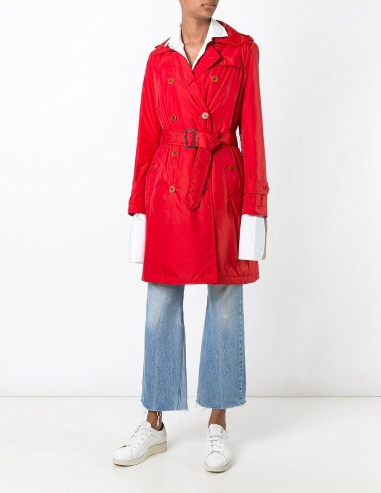 мода весна лето 2019 для женщин за 50: красный плащ классический с поясом