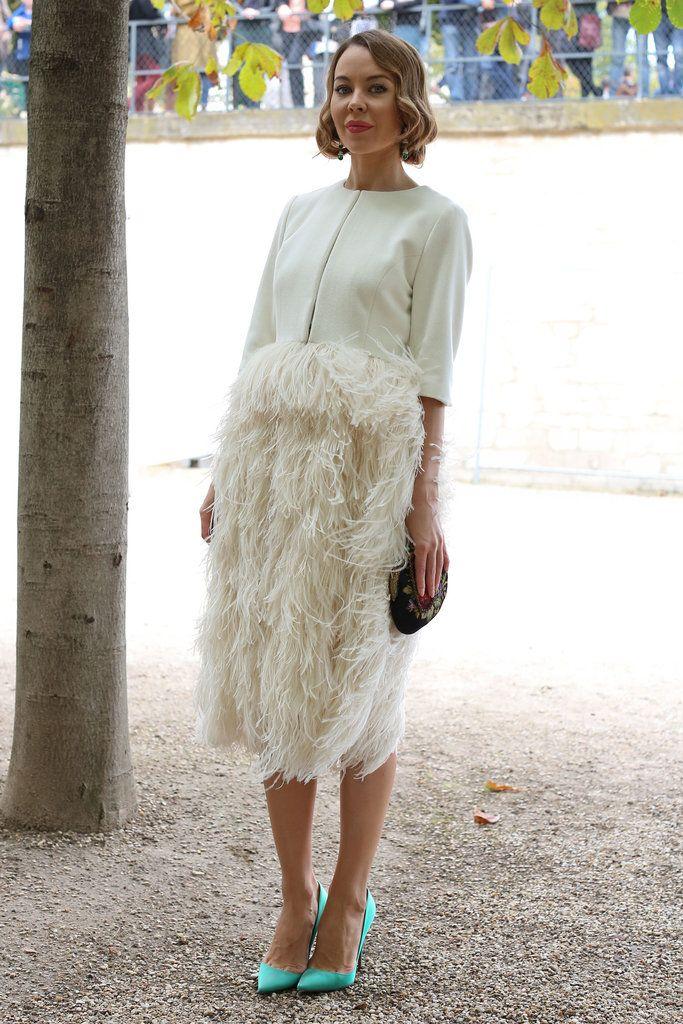 мода весна лето 2019 для женщин за 50: юбка из перьев миди бежевая
