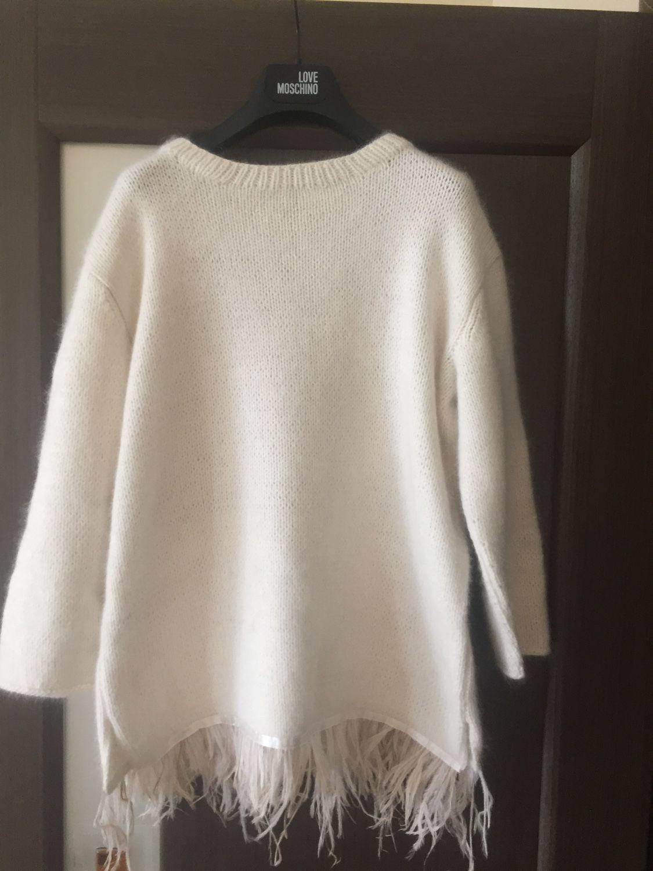 мода весна лето 2019 для женщин за 50: кофта белая с бахромой с перьями