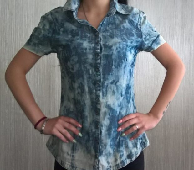 мода весна лето 2019 для женщин за 50: рубашка варенка с коротким рукавом