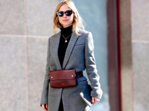 мода для женщин за 50 в 2019 году весна лето: сумка на пояс бордовая