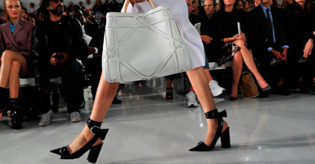 женская обувь весна лето 2019: босоножки черные на толстом каблуке
