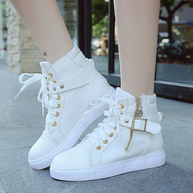 женская обувь весна лето 2019: высокие кроссовки с золотой фурнитурой
