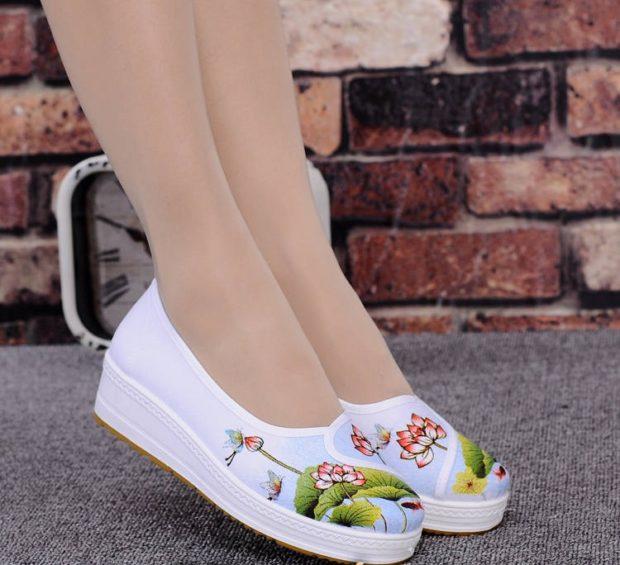 женская обувь весна лето 2019: мокасины белые в цветы