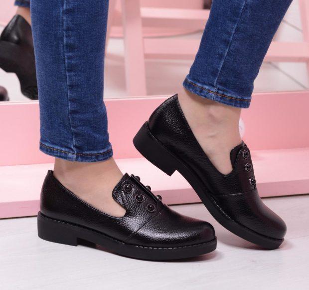 женская обувь весна лето 2019: лоферы черные кожаные