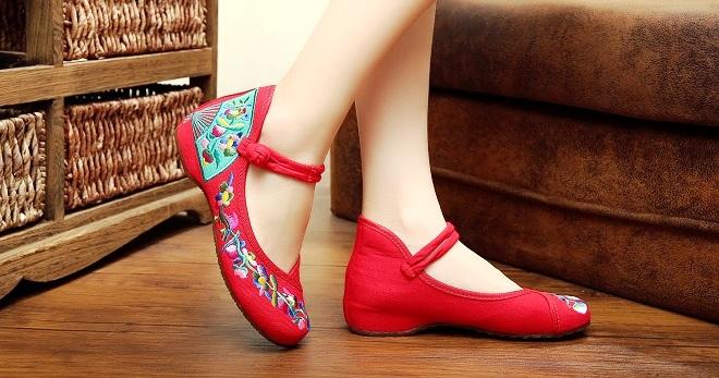 женская обувь весна лето 2019: мокасины красные в цветы