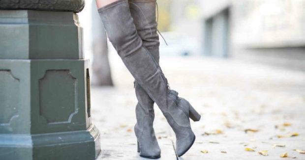 женская обувь весна лето 2019: ботфорты на каблуке серые