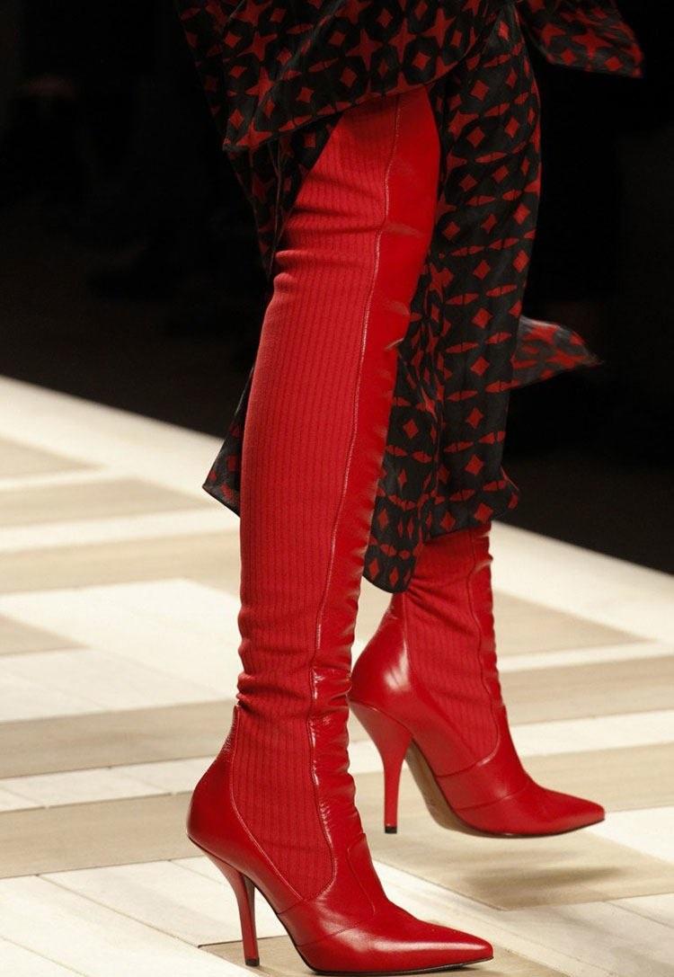 обувь весна лето 2019 фото: ботфорты-чулки красные