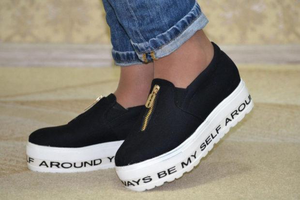 обувь весна лето 2019 фото: слипоны черные подошва белая спереди змейка