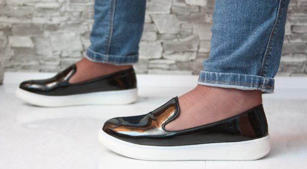 обувь весна лето 2019 фото: слипоны лаковые черные