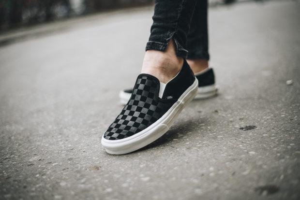 обувь весна лето 2019 фото: слипоны черные в клетку