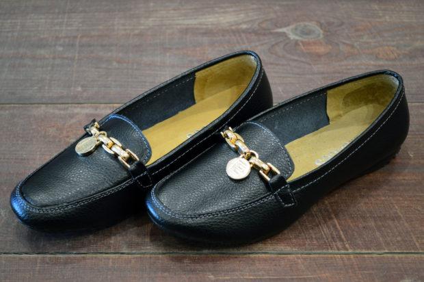 обувь весна лето 2019 фото: мокасины черные кожаные с золотой фурнитурой