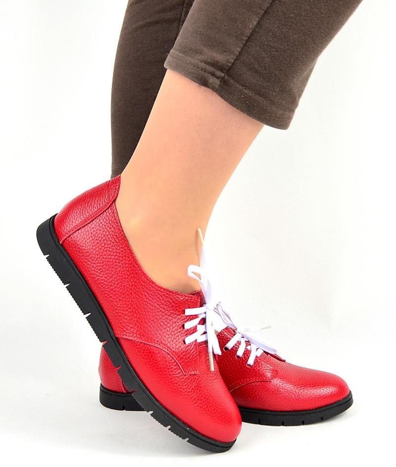 обувь весна лето 2019 фото: мокасины красные кожаные с черной подошвой