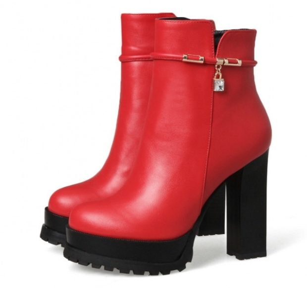 модная обувь весна лето 2019 фото: ботильоны красные на толстой черной подошве
