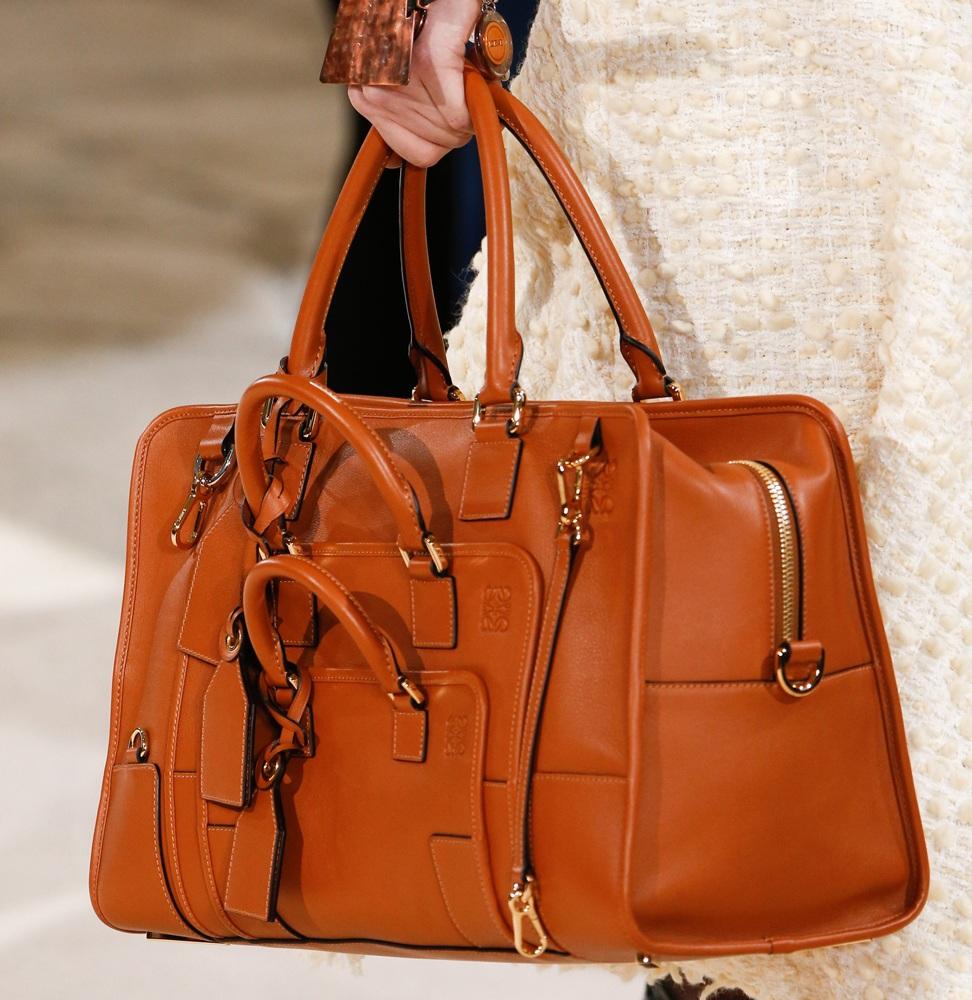цвета весны лета 2019: сумки коричневые