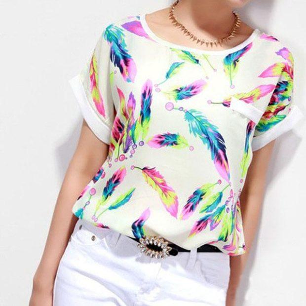 модные блузки весна лето 2019: с коротким рукавом белая в цветные перья