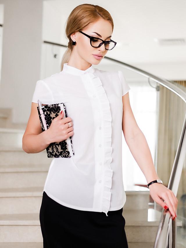 блузки весна лето 2019 года: офисная белая рукав короткий с воланами