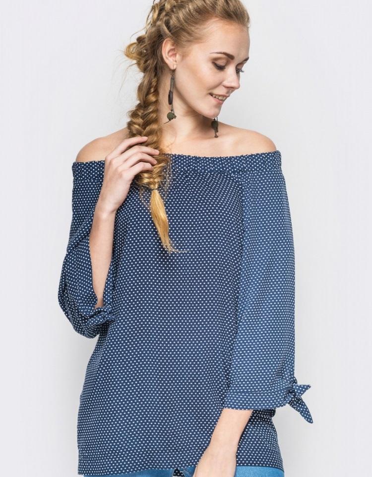 модные женские блузки весна лето 2019: с открытыми плечами синяя в белый горох