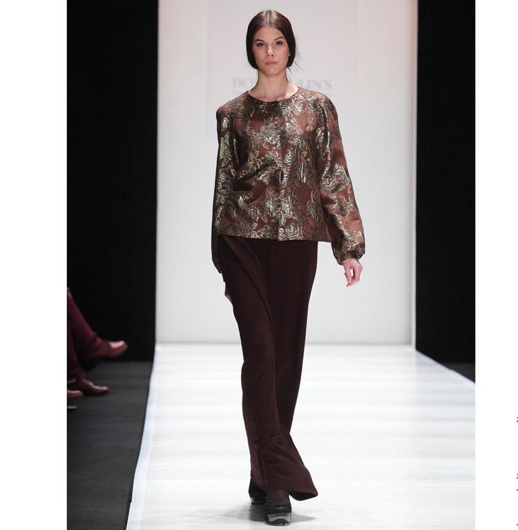 блузки весна лето 2019: с рукавом реглан коричневая с принтом