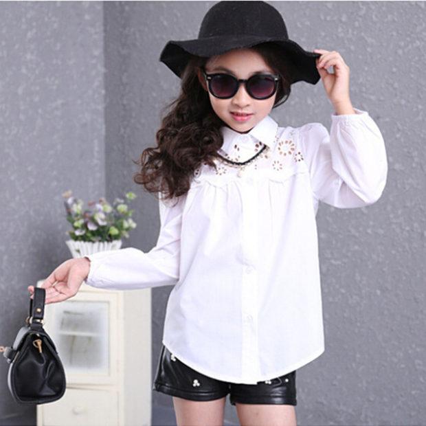 модные блузки весна лето 2019: с воротником белая с ажурной вставкой