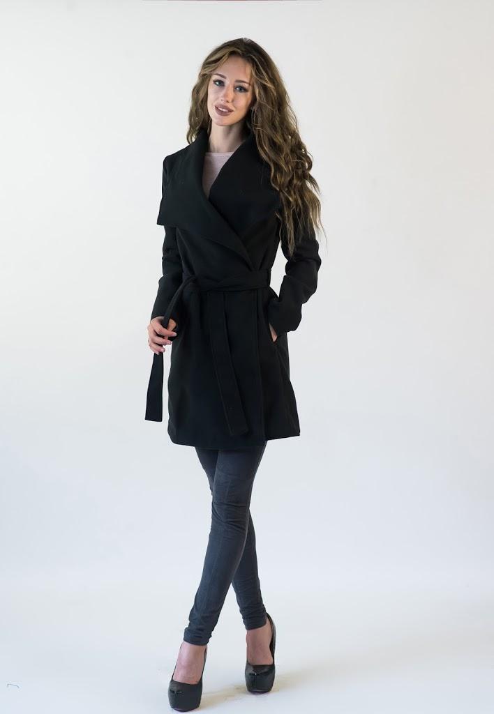 пальто весна 2019: черное под пояс