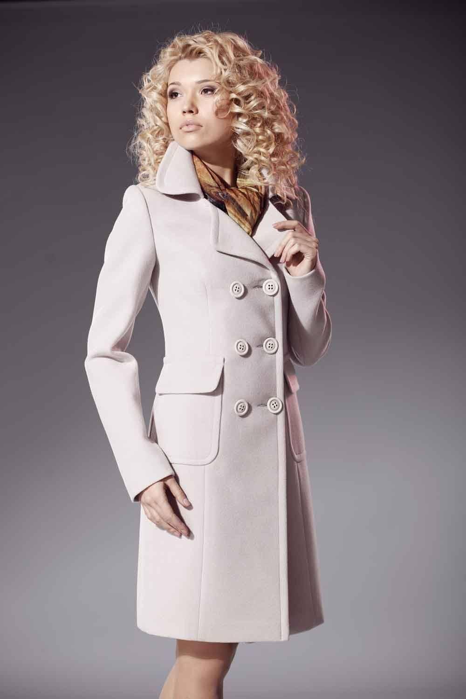 модные тенденции весна 2019 пальто: белое двубортное