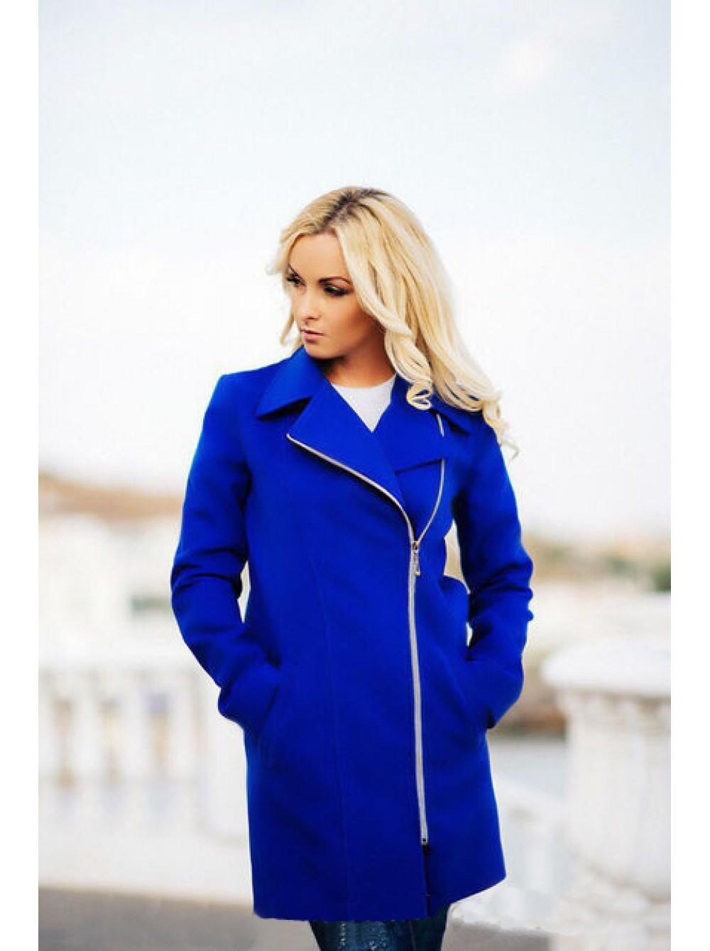 модные тенденции весна 2019 пальто: синее на змейке