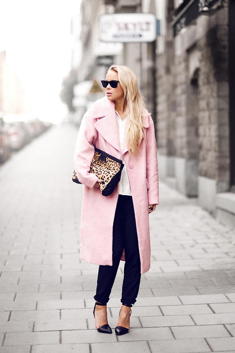 модные тенденции весна 2019 пальто: розовое миди без застежки