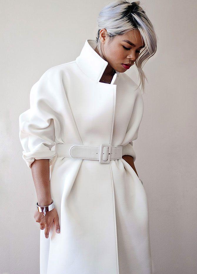 модные тенденции весна 2019 пальто: белое рукав 3/4 под пояс